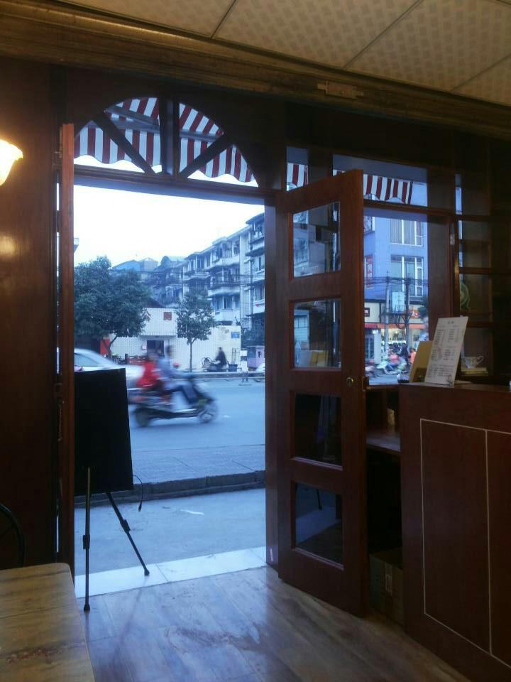 8平米奶茶店装修施工现场以及完工效果图