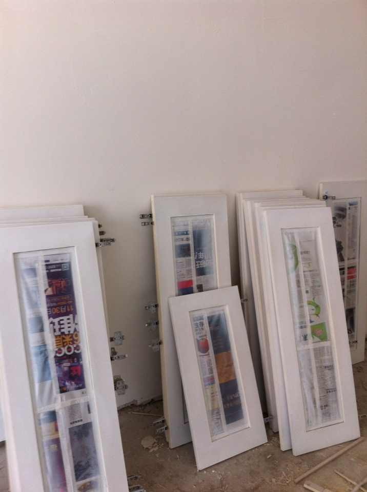 二手房装修现场制作的书柜和电视墙高清图片